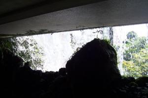 tokyo-chinzanso-waterfall-behind-a
