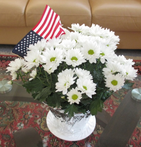 white mums with flag 003-A