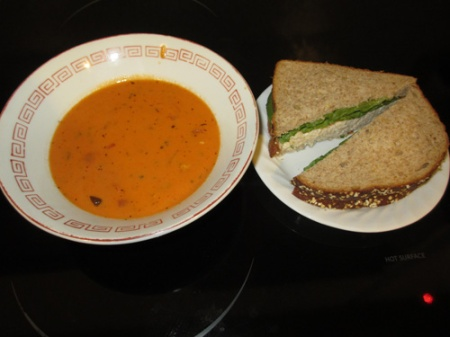 Tomato soup, Chicken sandwich 004-A