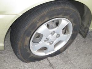 Flo, Pineapple Rm, flat tire 005-A