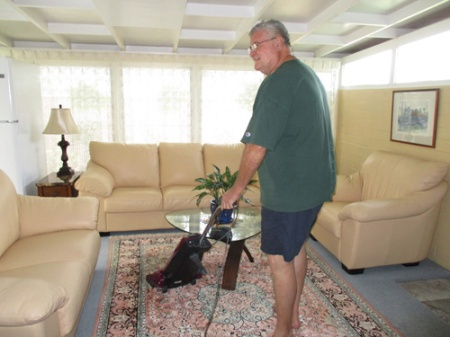 wine-cabinet-vacuuming-003-a